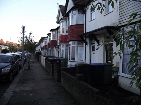 Rosebank Avenue, Greenford, London Borough of Ealing (photo Albertina McNeill)